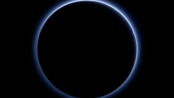 Аппараты NASA обнаружили голубое небо на Плутоне