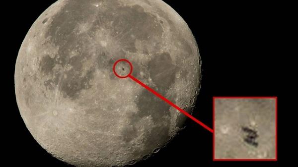 Фото МКС на фоне полной Луны