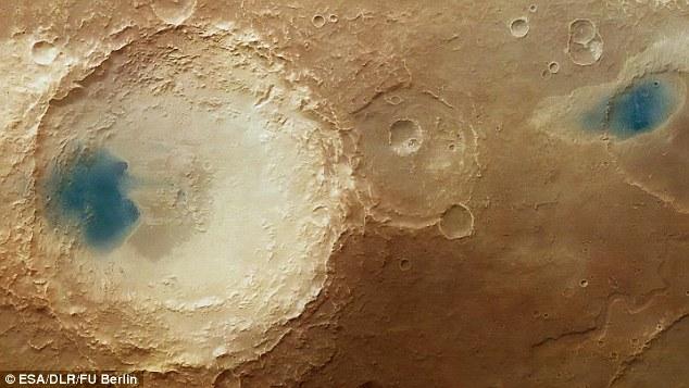 Гигантские «голубые бассейны» на Марсе
