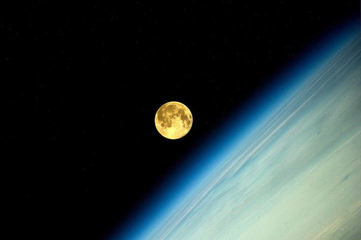 Космонавт сделал фото Суперлуния