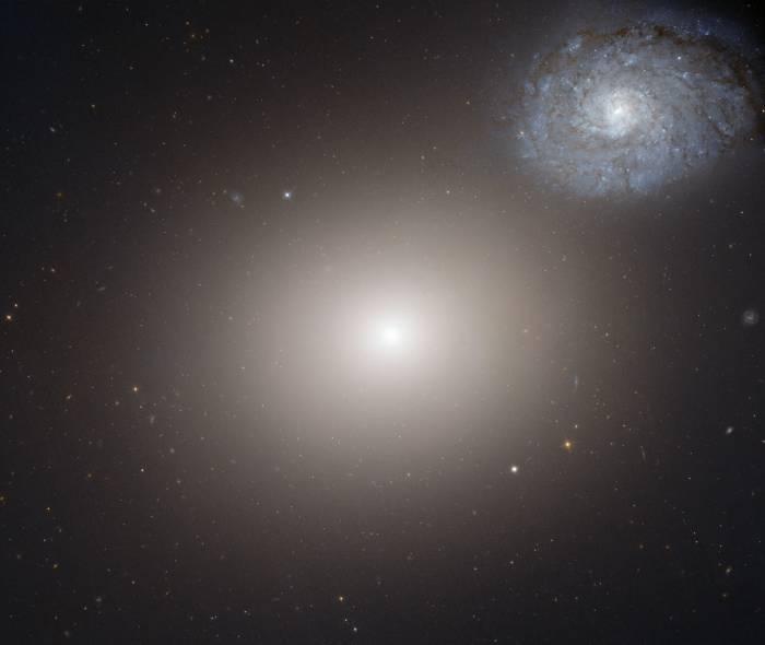 М60 - эллиптическая галактика в созвездии Девы