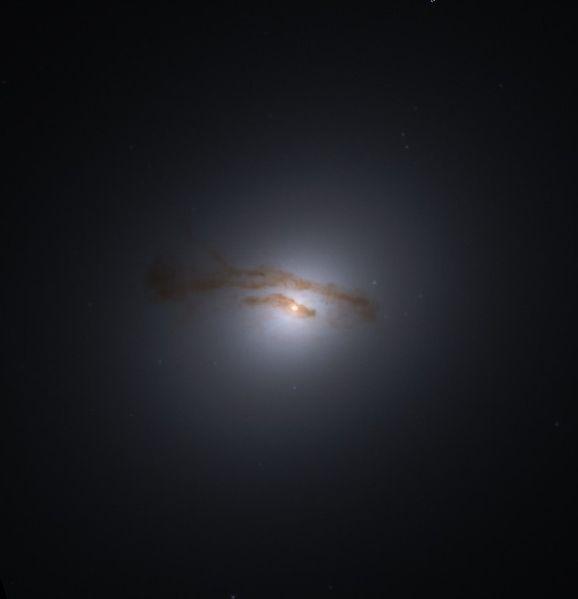 M84 - галактика в созвездии Дева
