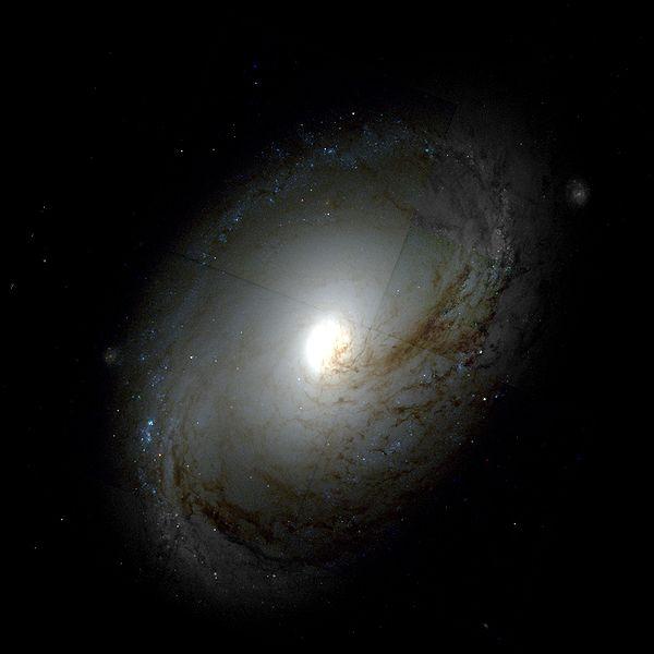 M96 - галактика в созвездии Лев