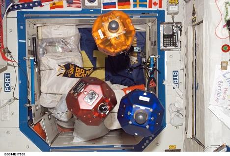 Роботы будут убирать мусор на МКС