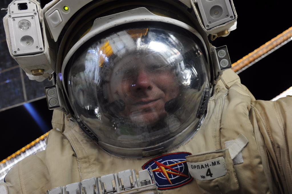 Селфи в открытом космосе космонавта Геннадия Падалки