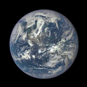 Фото планеты Земля с расстояния в 1,6 млн. км.