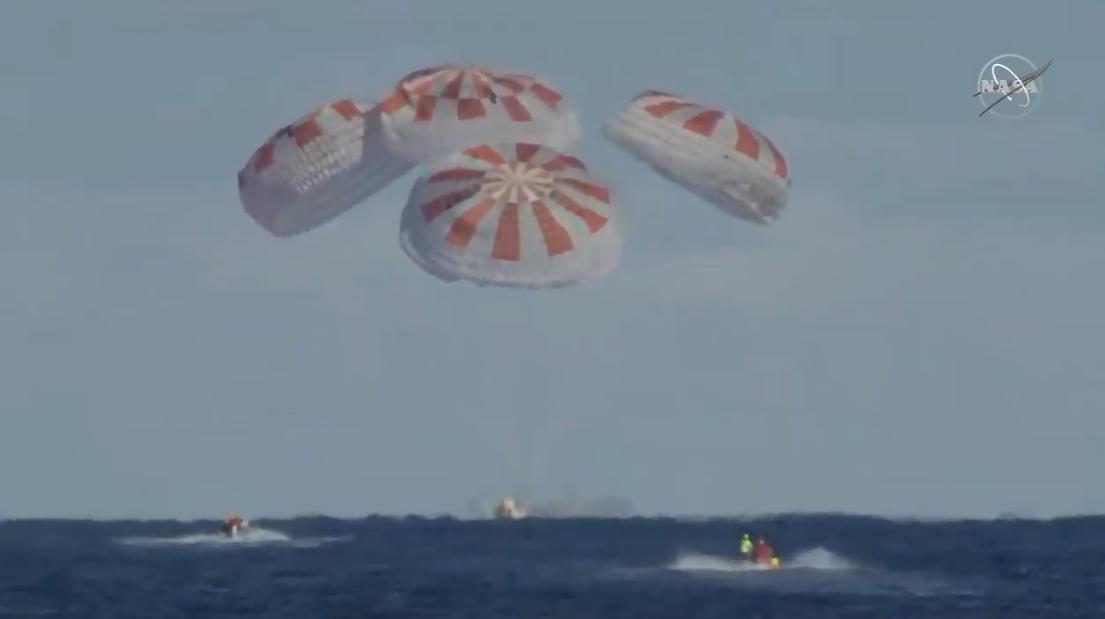 Пассажирский корабль SpaceX успешно завершил первую миссию к МКС и вернулся на Землю