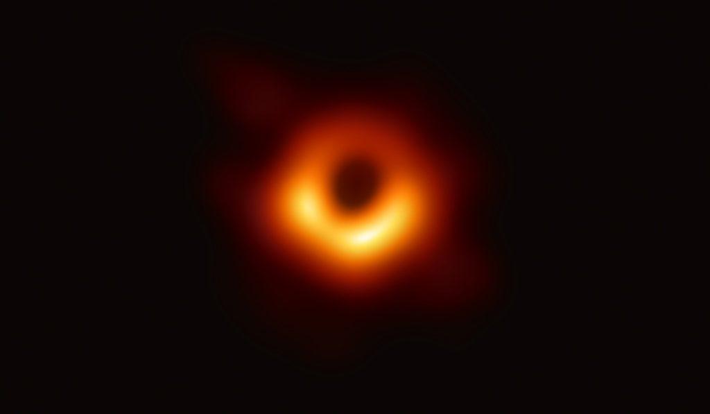 Фото черной дыры 10 апреля 2019 года