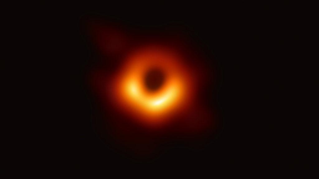 Первое изображение чёрной дыры