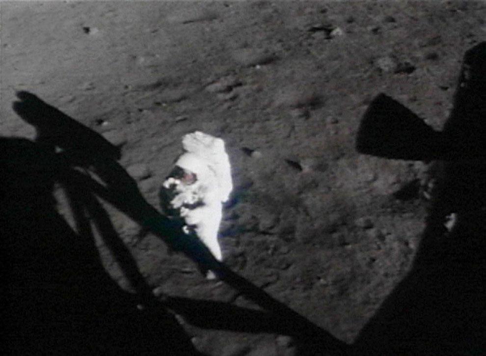 Первый человек на поверхности Луны