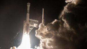 Илон Маск пожелал удачной посадки не долетавшему до МКС Starliner