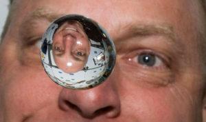 Что случится с водой в космосе: замерзнет или испарится?
