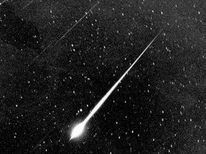 Метеоры и Луна на службе у радиоспециалистов